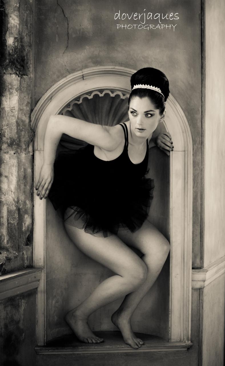 Ballet Photo Shoot Wollaton Hall 07 b&w logo